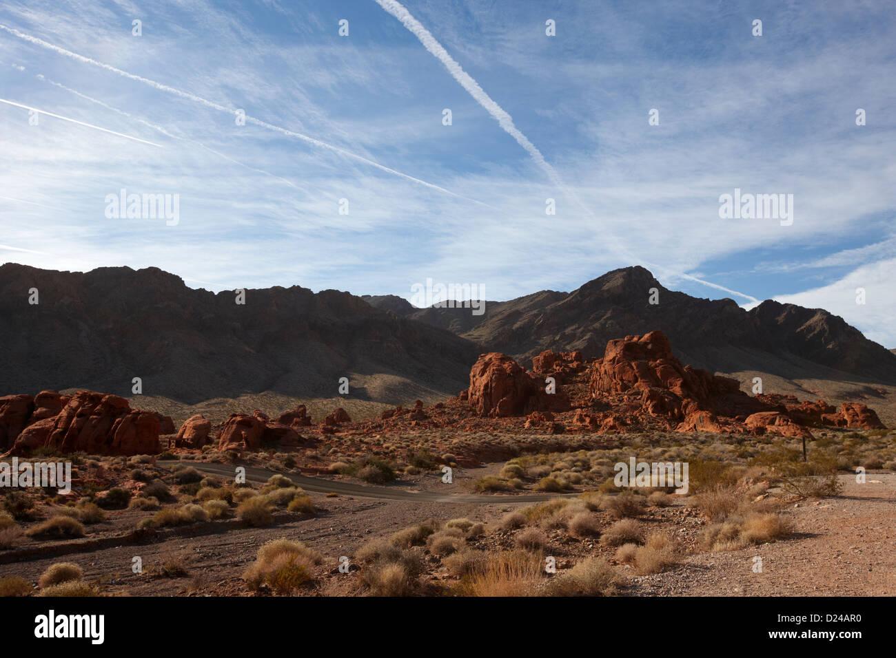 Cours de route faute de grès et de calcaire formations dans vallée de feu park nevada usa Photo Stock