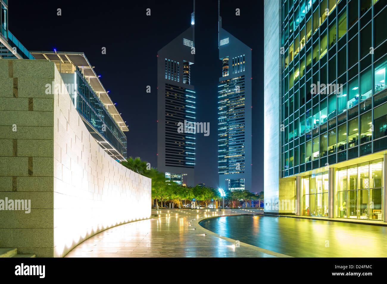 Dans emirates towers dubaï contient lunis tour de bureaux et de