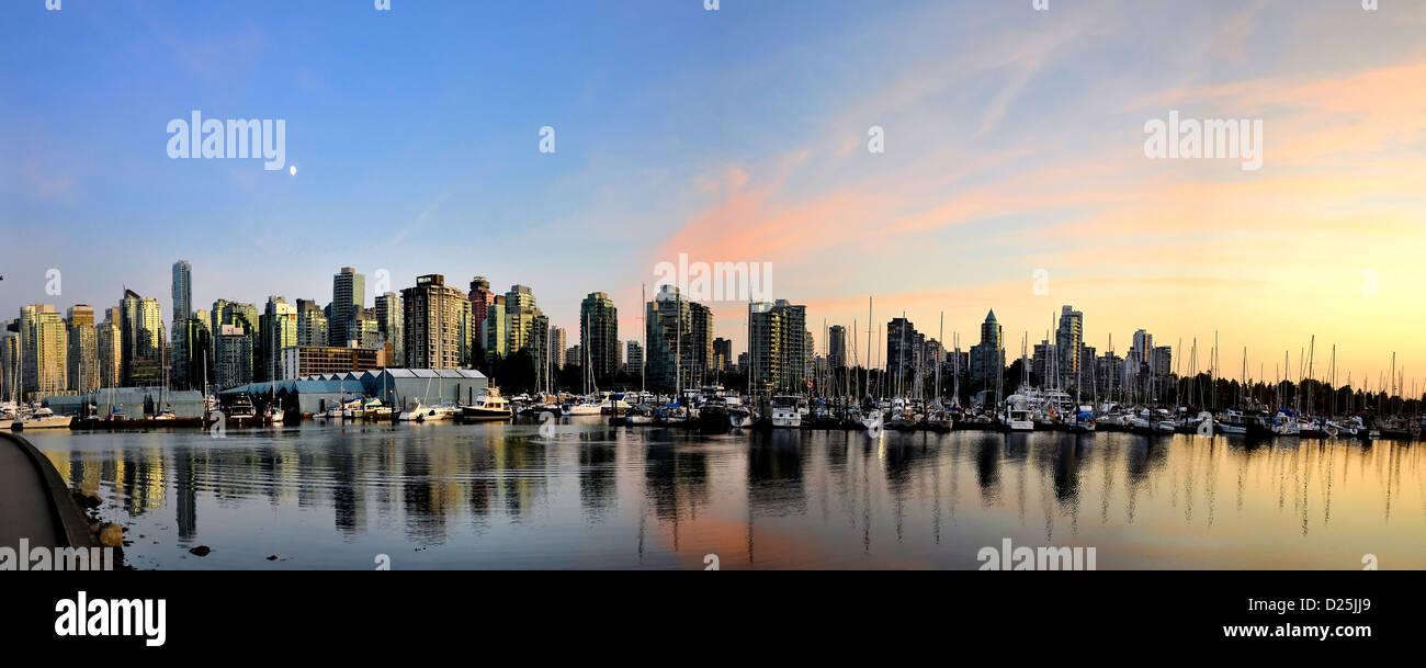 5 photos croix vue panoramique du centre-ville de Vancouver de Stanley park promenade au crépuscule Photo Stock