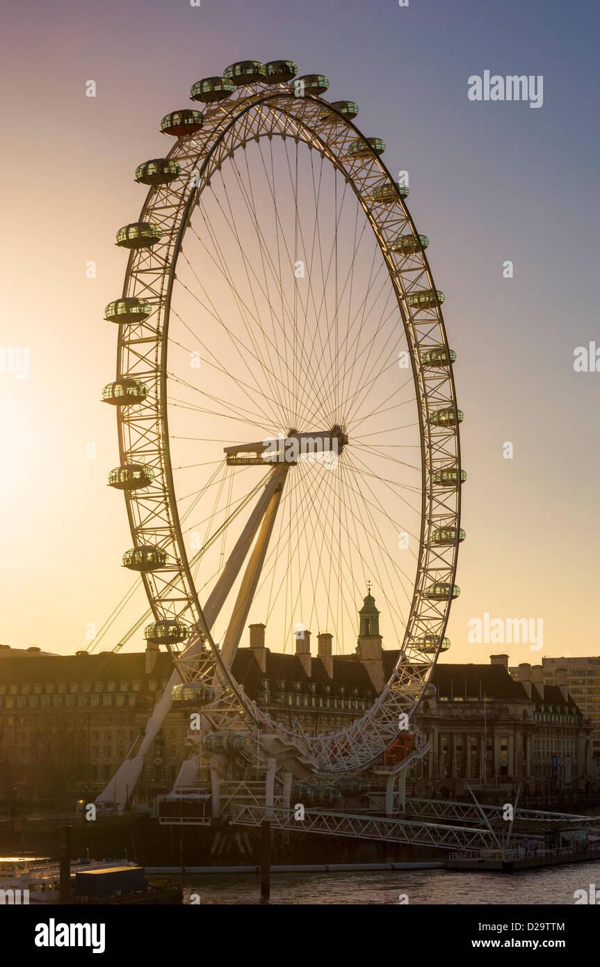 London Eye / roue du millénaire - tôt le matin Photo Stock