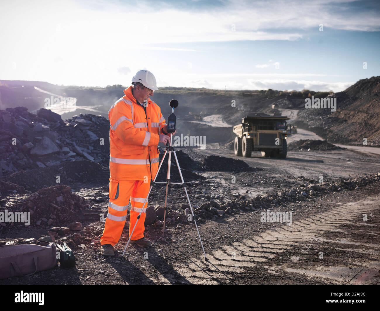 L'écoute de mine de charbon à l'écologiste Photo Stock