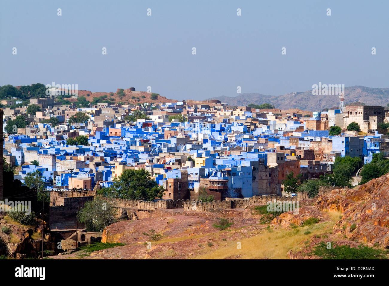 La ville bleue de Jodhpur, montrant tous les bâtiments bleus prises depuis le Fort de Mehrangarh au Rajasthan Inde Banque D'Images