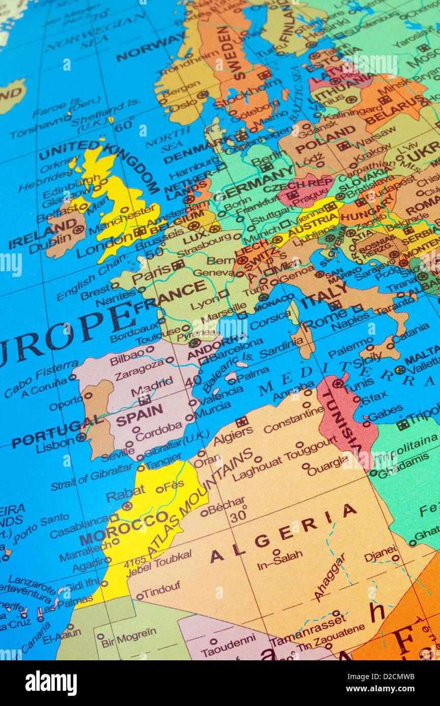 Une carte montrant les pays d'Europe de l'ouest et du Royaume-Uni, avec l'Afrique du Nord dont l'Algérie Photo Stock
