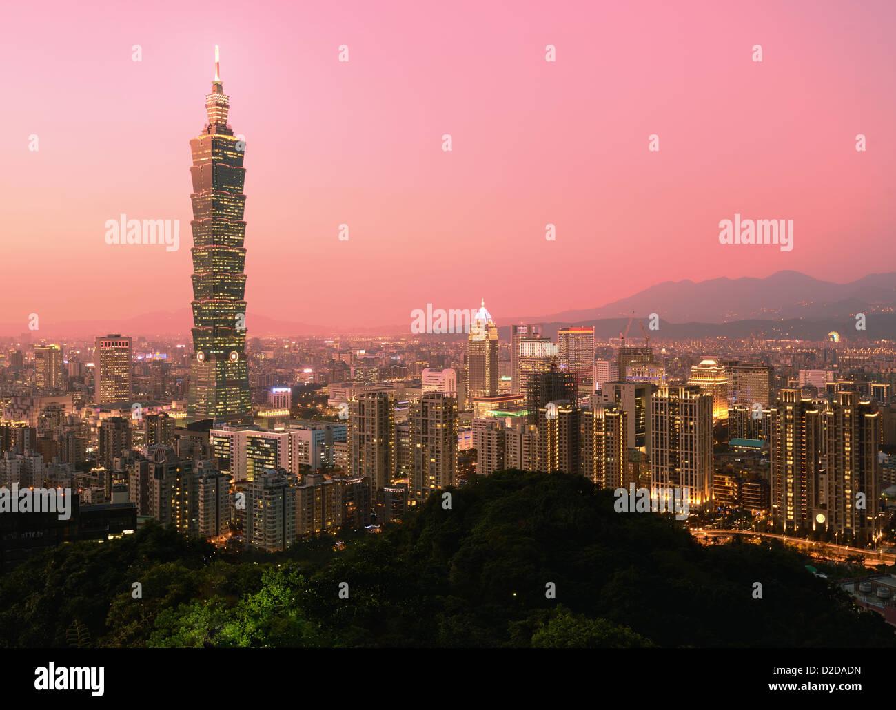 Taipei, Taïwan soir d'horizon. Photo Stock