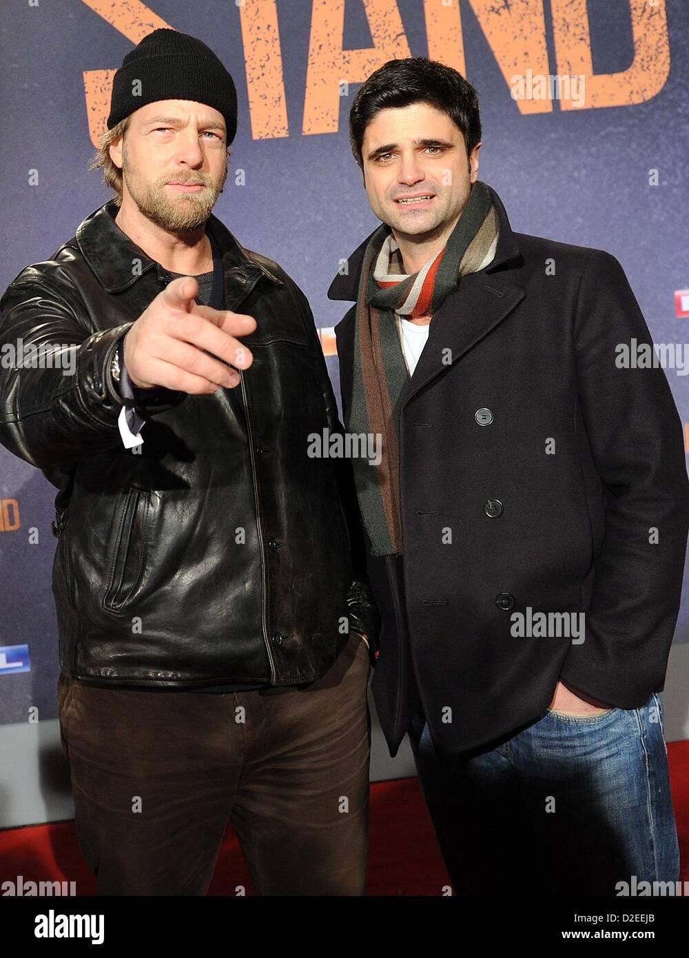 Acteurs Henning Baum (L) et Maximilian Gril venu à la première du film de 'The Last Stand' à Photo Stock