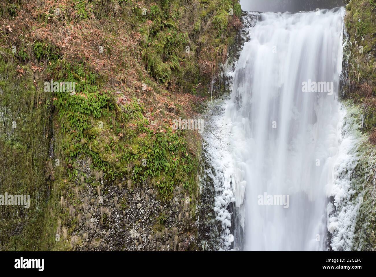Chutes de Multnomah à Columbia River Gorge en hiver Section inférieure libre Photo Stock