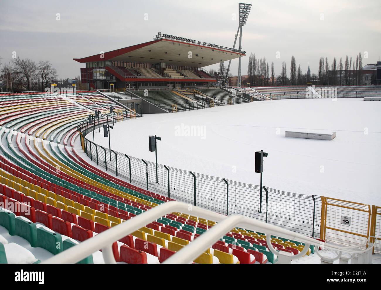 Berlin, Allemagne, le stade Friedrich-Ludwig Jahn dans le parc sportif de Jahn en hiver Photo Stock