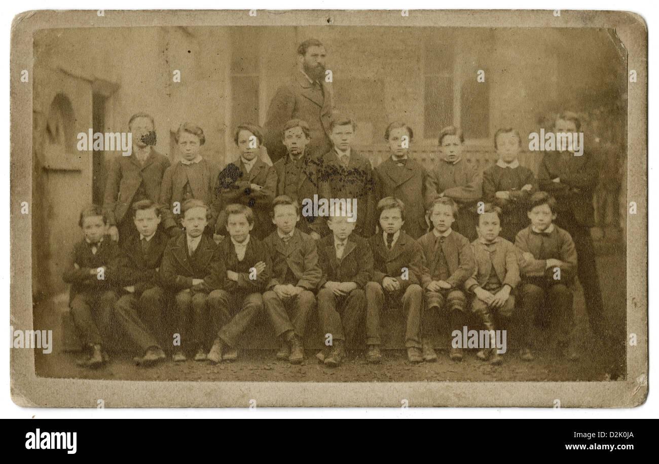 Vers 1860 Carte De Visite Photo Les Garcons Lecole Elementaire Avec Un Enseignant Dublin Irlande