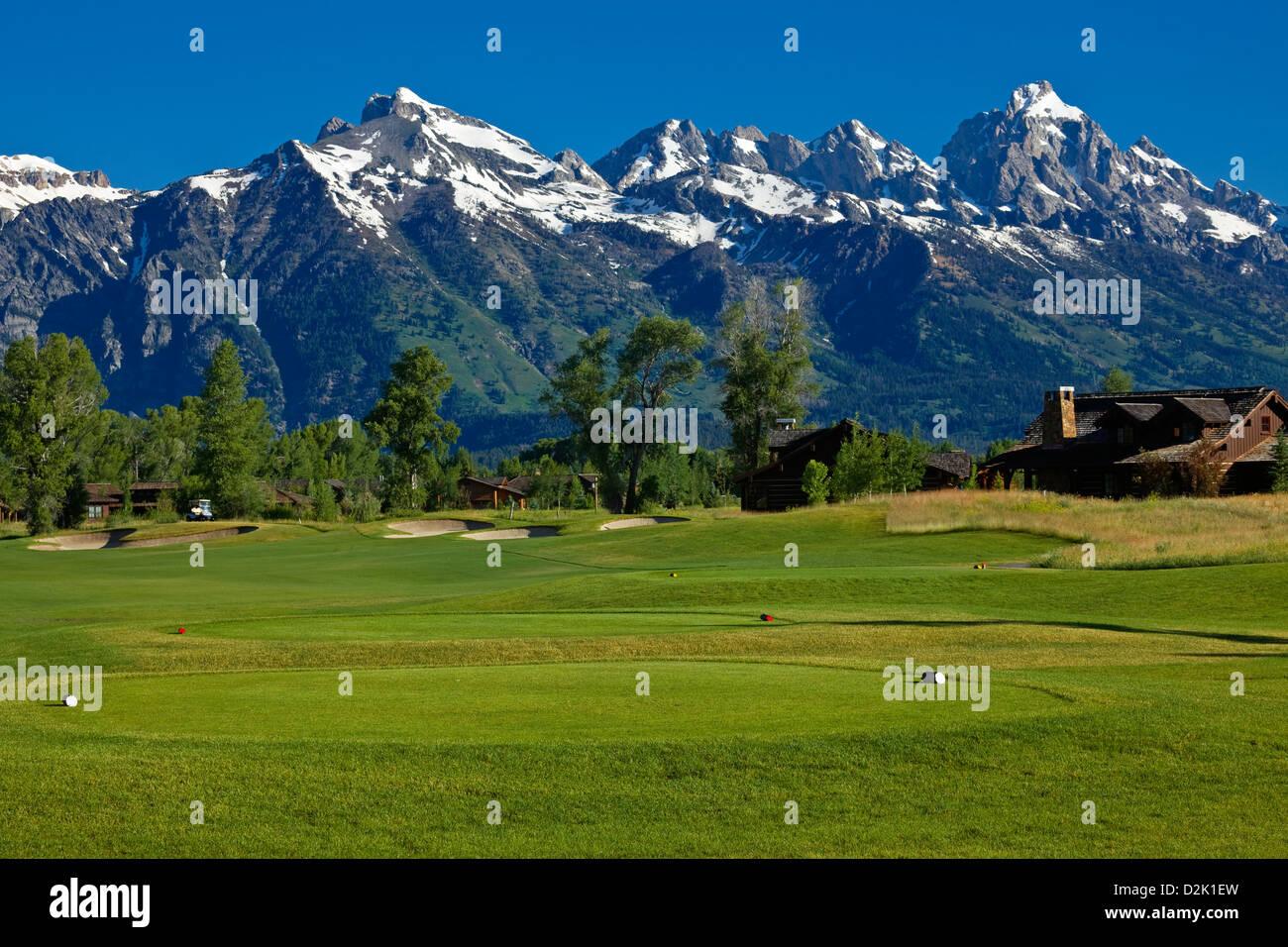 WY00226-00...WYOMING - Le Teton Mountain Range à l'arrière-plan de la Jackson Hole Golf et Club de Photo Stock