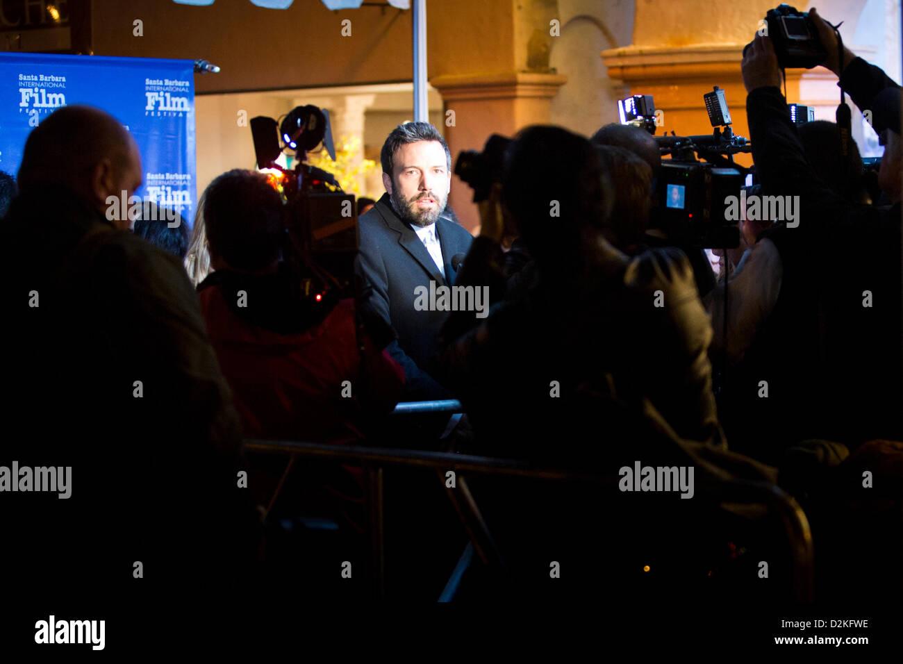 Une foule de journalistes et photographes entourent l'acteur et réalisateur Ben Affleck. (Photo by Scott Photo Stock
