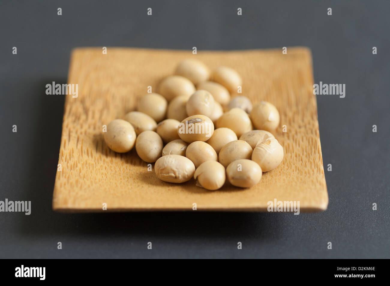 Vue rapprochée de soja bio dans un bol Photo Stock