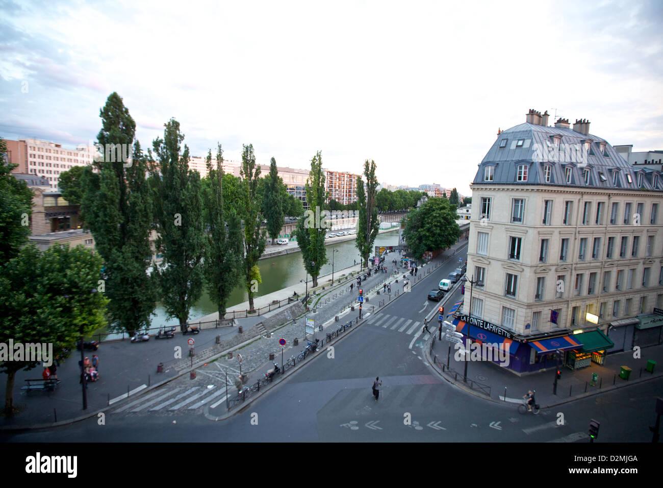 Une vue sur le Canal Saint Martin à Paris, France Banque D'Images
