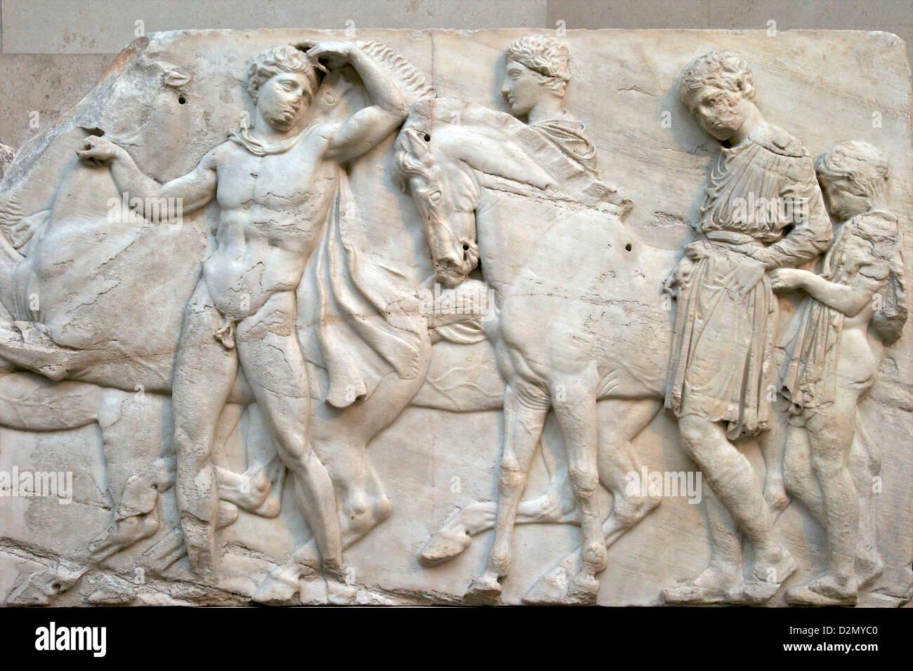 Préparation à la bataille, au nord Frieze, Parthénon, British Museum, Londres, Angleterre, RU, FR, Photo Stock
