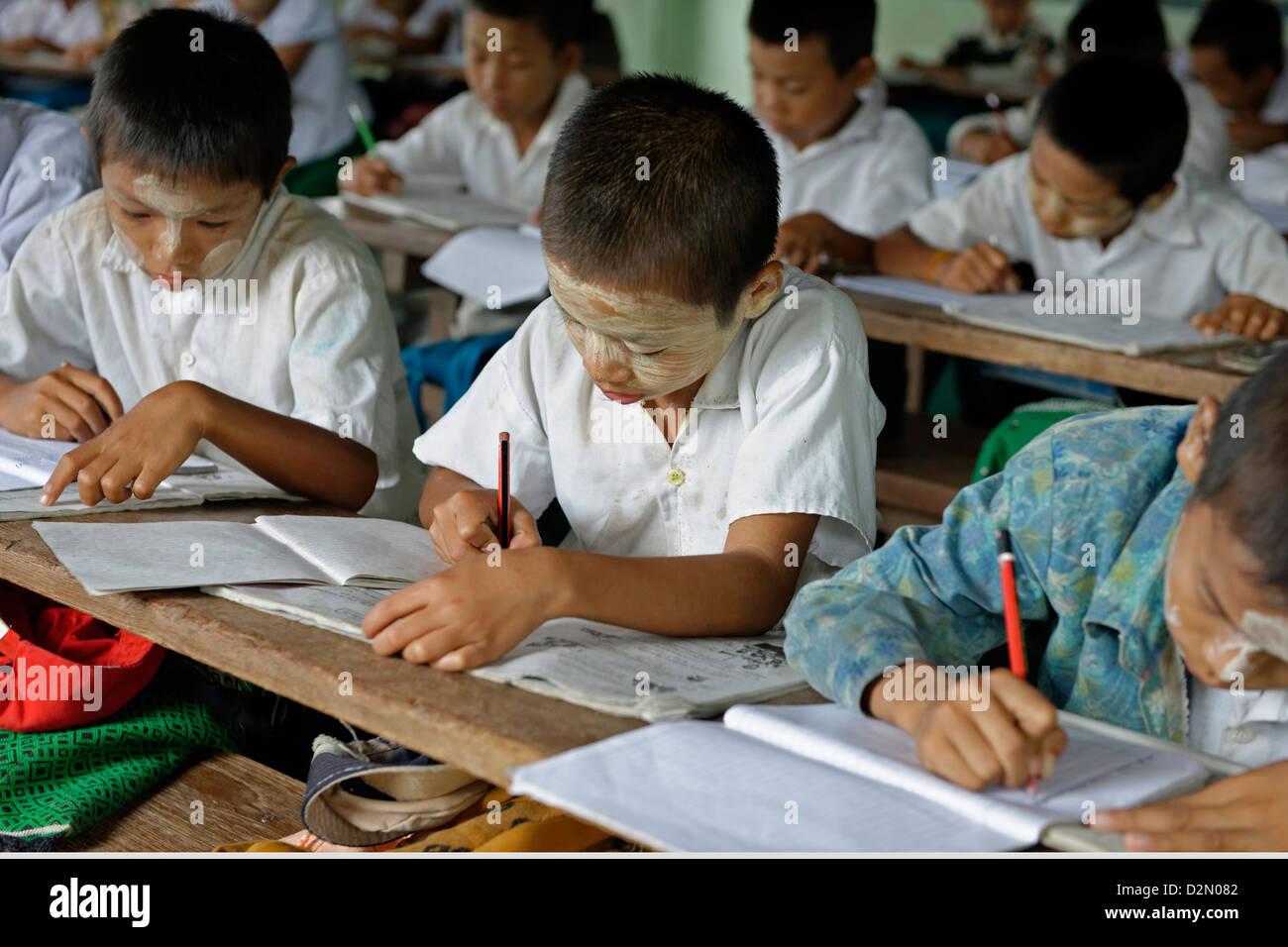L'école primaire, Thet Kel Kyin village, zone indaw. La Division de Sagaing, République de l'Union Photo Stock