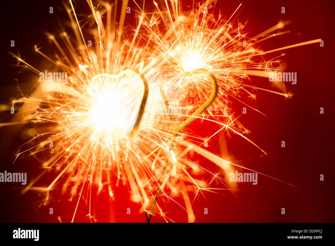 Deux cierges en forme de coeur de la Saint-Valentin Banque D'Images