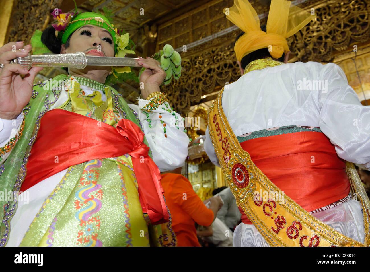 Le plus grand festival de Nat rituel (Spiritueux) tenue à Taungbyon, Mandalay Division, Myanmar Banque D'Images