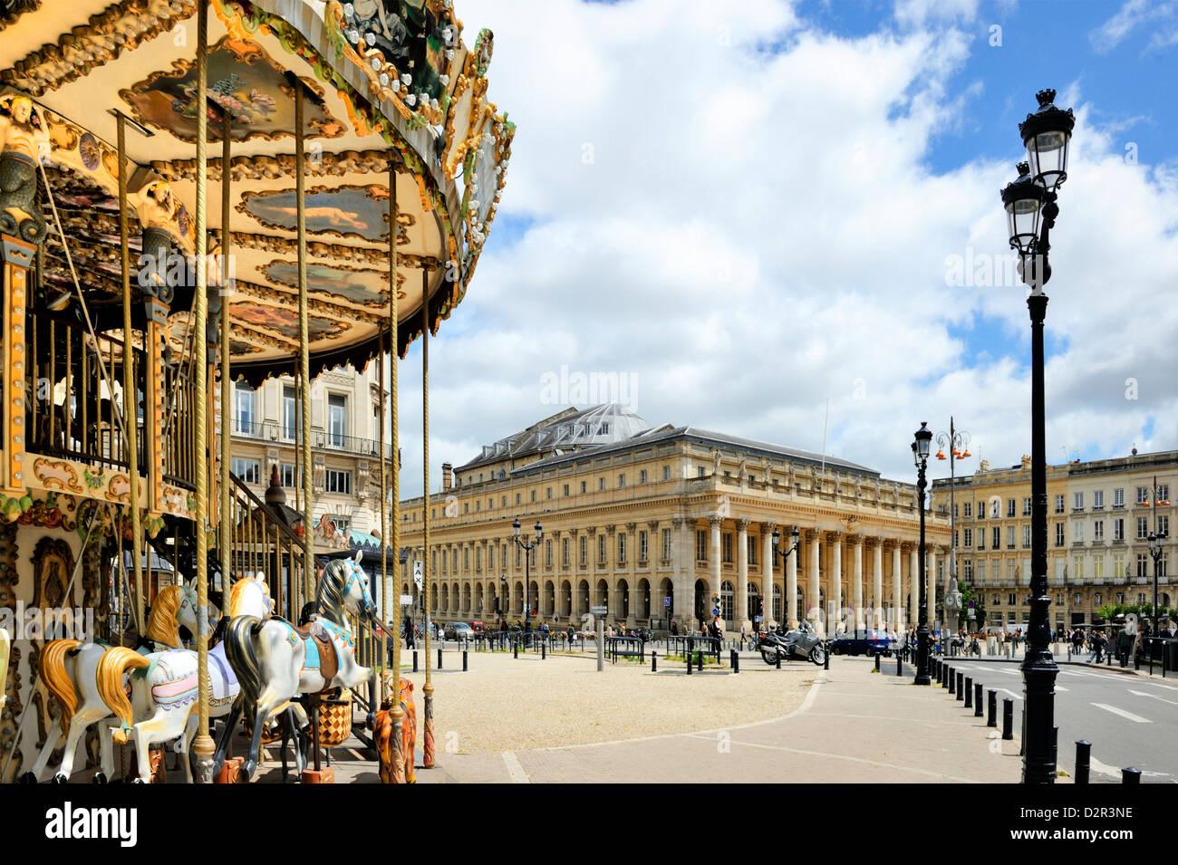 Merry go round sur les allées de Tourny à l'égard de l'Opéra National, Bordeaux, Gironde, Photo Stock