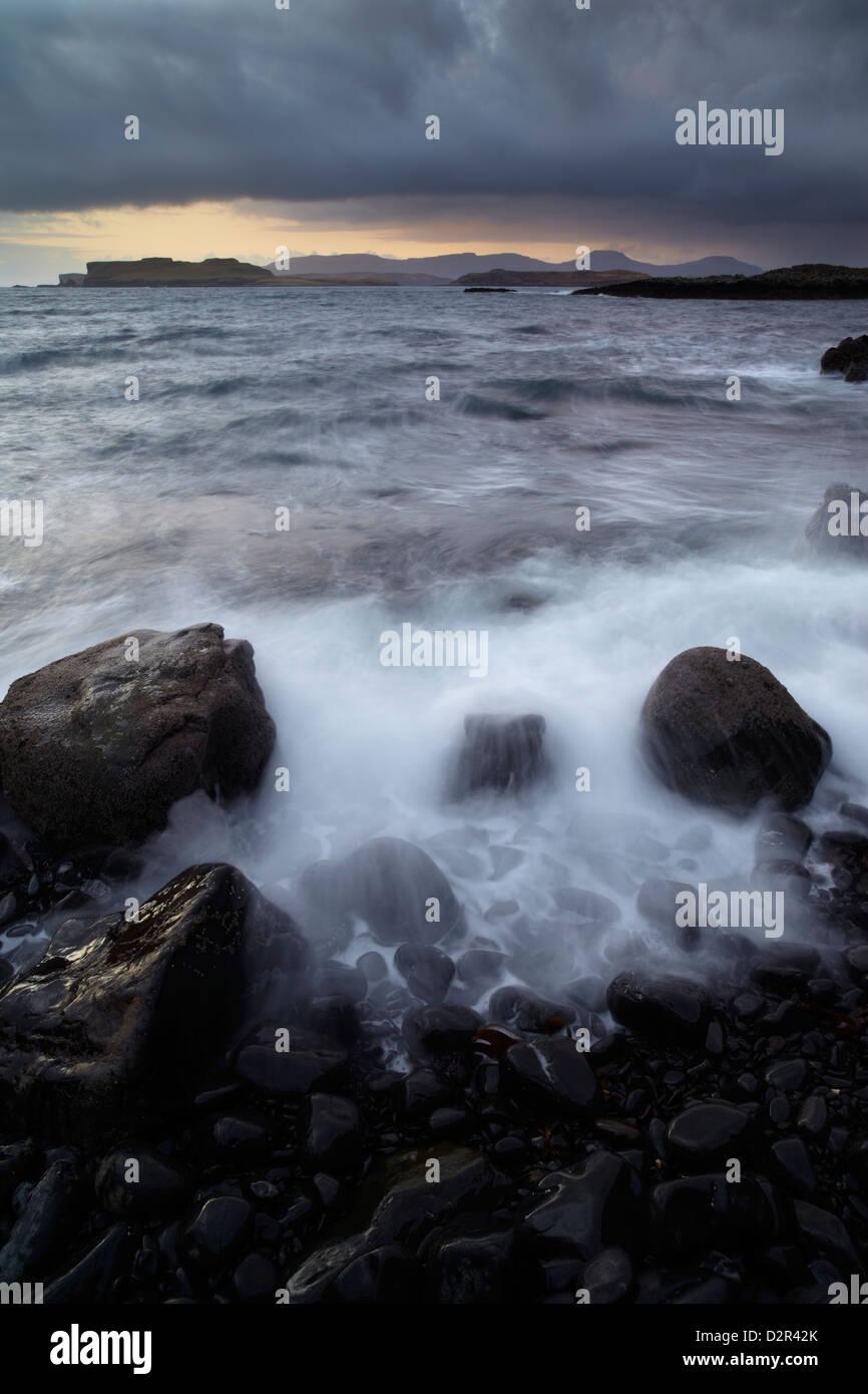 Conditions sauvages à des fouilleurs clandestins, utilisant le Loch de Ardtreck Point, île de Skye, Écosse Banque D'Images