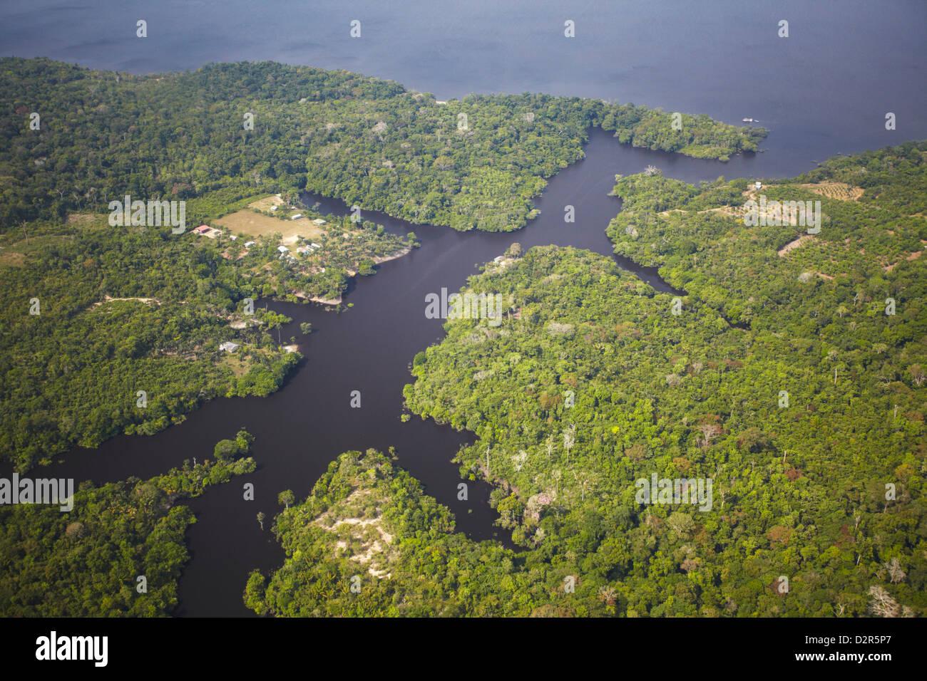 Vue aérienne de la forêt amazonienne et Rio Negro, Manaus, Amazonas, Brésil, Amérique du Sud Photo Stock