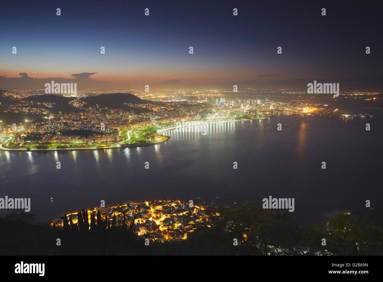 Avis de Urca, Flamengo et Centro au coucher du soleil, Rio de Janeiro, Brésil, Amérique du Sud Photo Stock