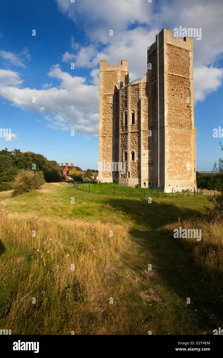 L'remarquablement intacte la garder au château d'Orford, Orford, Suffolk, Angleterre, Royaume-Uni, Photo Stock