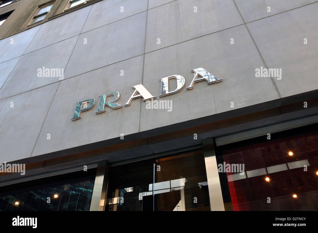 Boutique Prada, New York City, USA Banque D Images, Photo Stock ... 916e0fdbcb7
