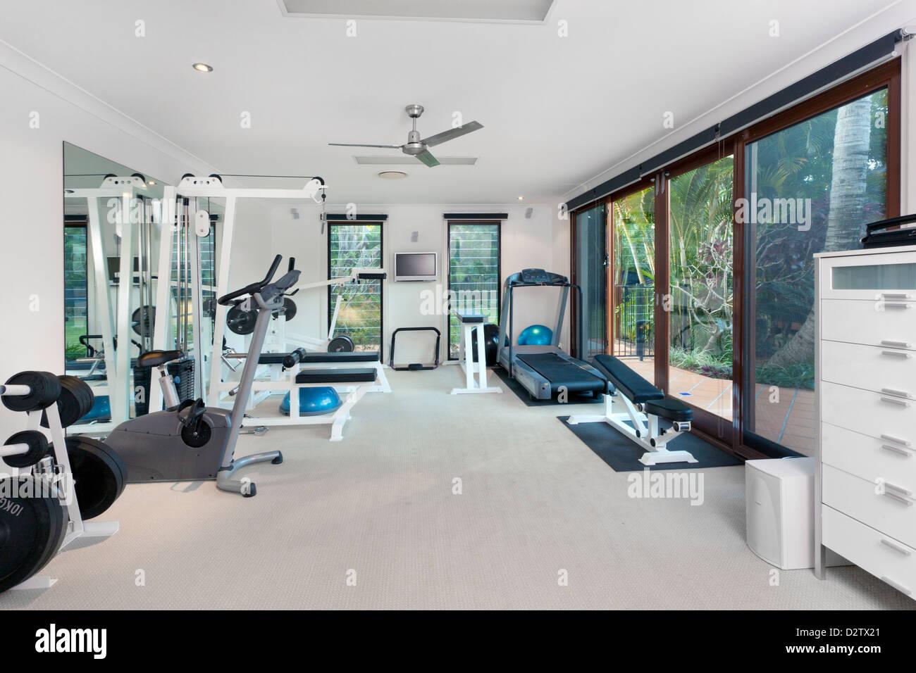 Salle De Sport Privée maison de luxe dans la salle de sport privée banque d'images