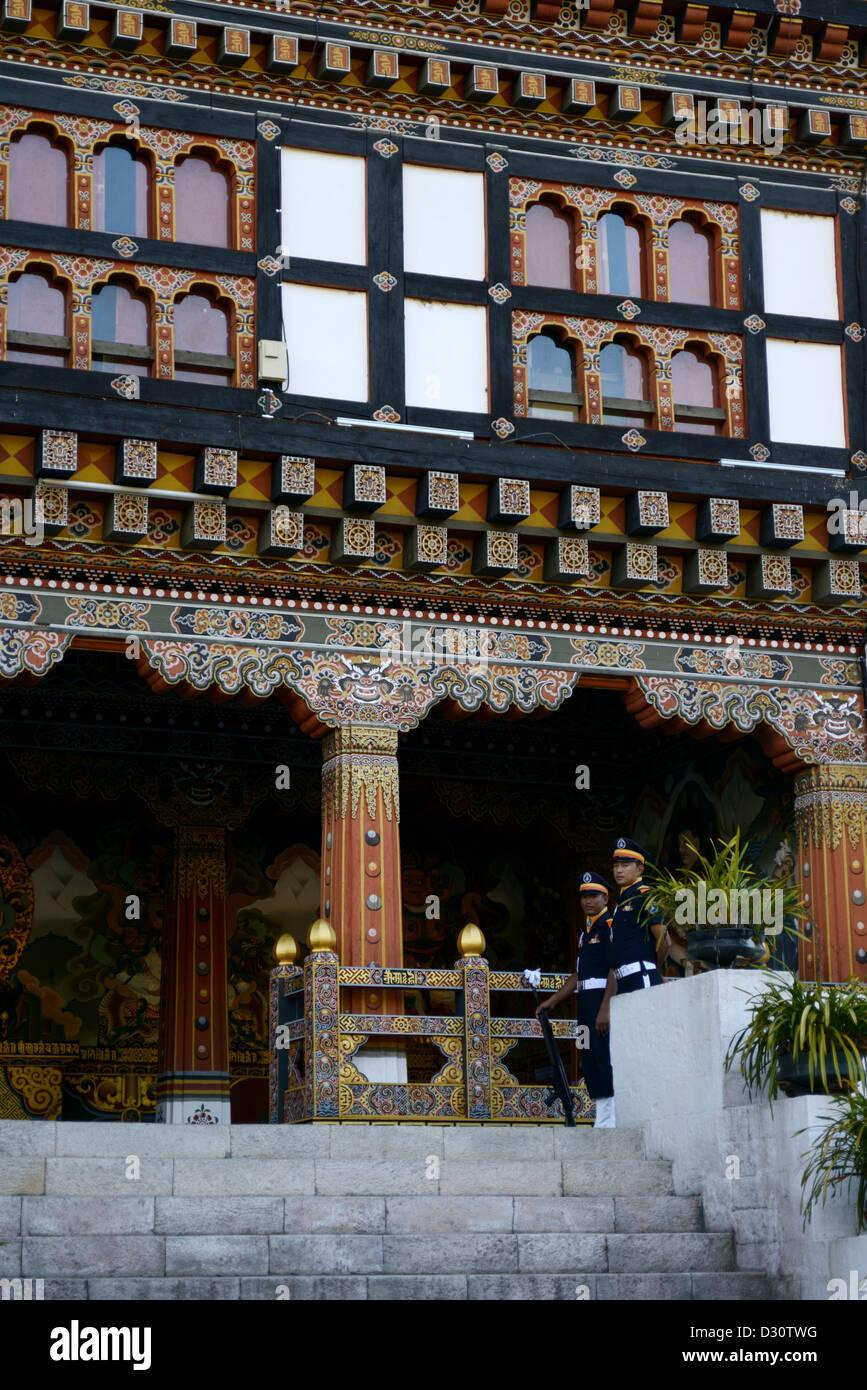 Garde à l'entrée de Trashi Chhoe Dzong Trashi ou chodzong,forteresse. Aujourd'hui partie du gouvernement Photo Stock