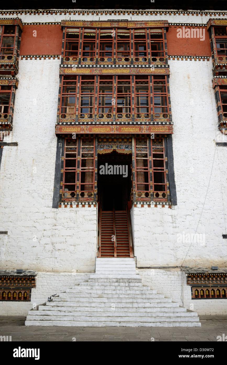 Les détails architecturaux, l'entrée dans la cour de triage à tashi chodzong dzong, forteresse Photo Stock
