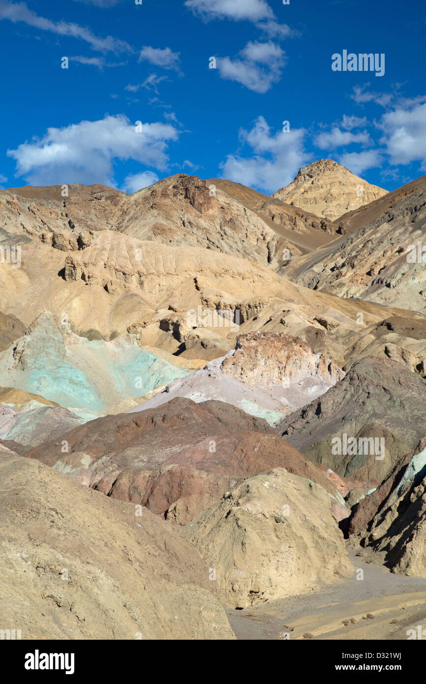 Death Valley National Park, Californie - Palette d'artistes, une zone de roches multicolores le long de l'entraînement Photo Stock