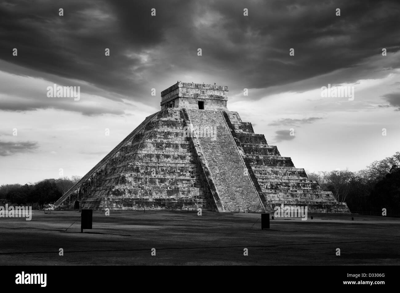 Dans Chitcen Itza pyramide Maya, Mexique Photo Stock