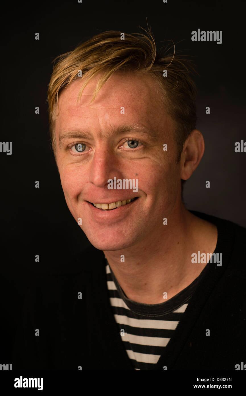 Un homme blond slim homme, fin des années 30 / début des années 40, seul, seul solo smiling happy Photo Stock