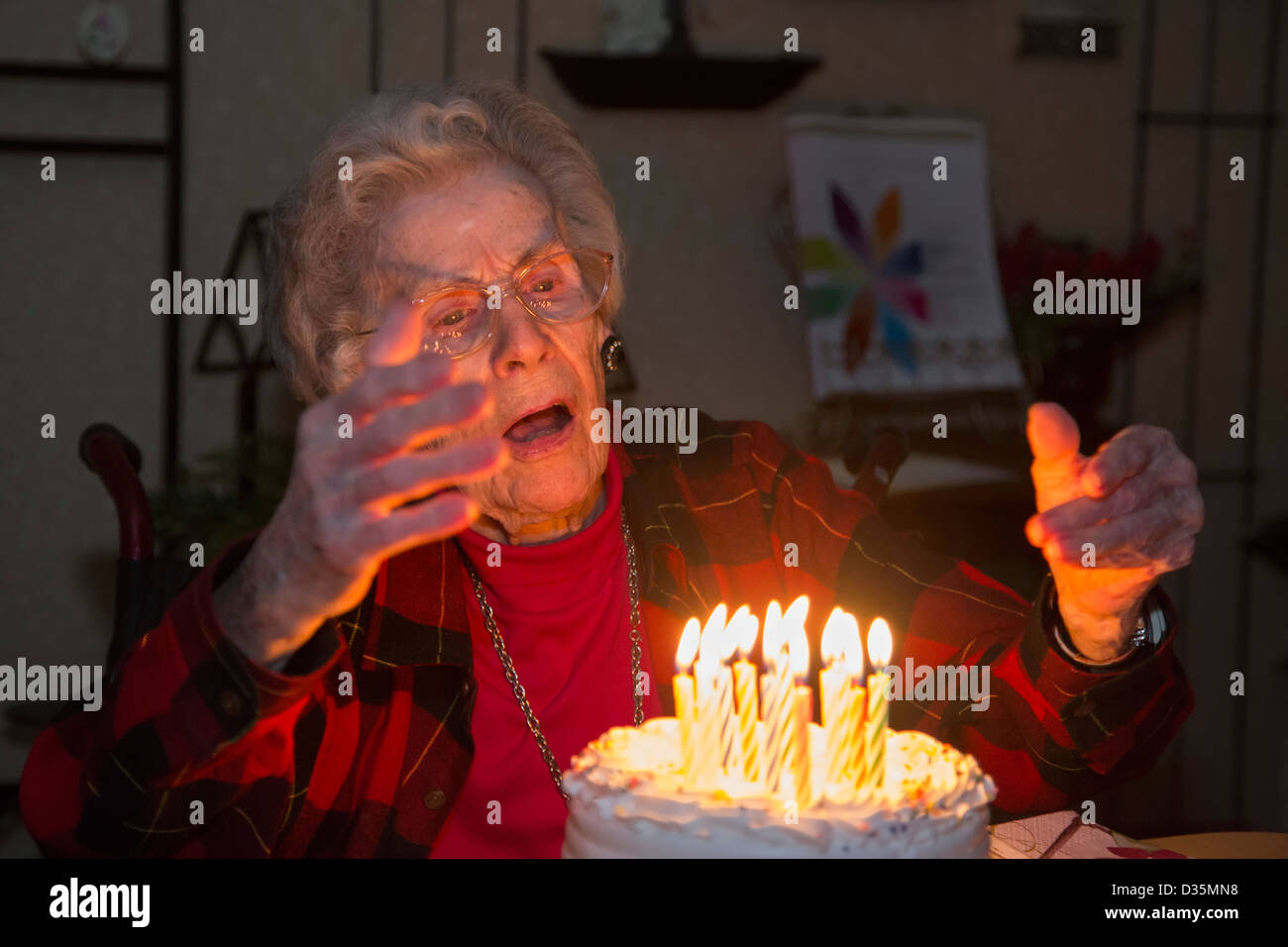 Sterling Heights, Michigan - Dorothy Newell célèbre son 99e anniversaire. Photo Stock