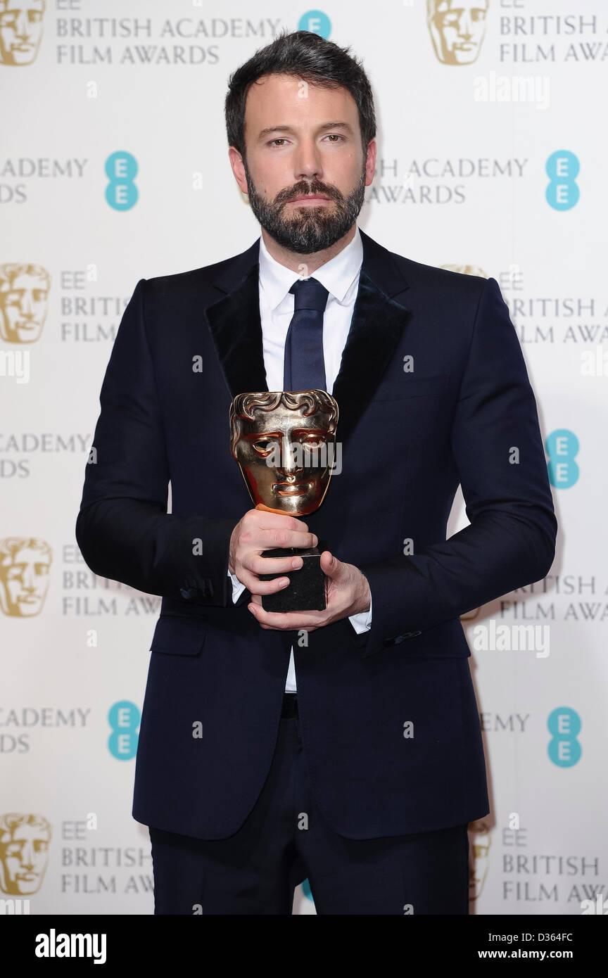 Londres, Royaume-Uni. Feb 10th, 2013. Gagnant du meilleur film et du meilleur réalisateur Ben Affleck pose Photo Stock