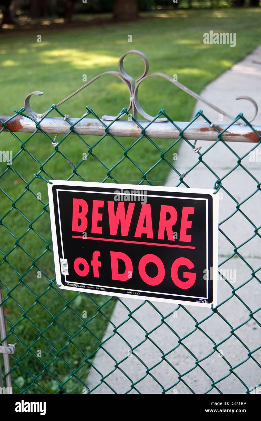 Méfiez-vous du Staffordshire Bull Terrier entrez à vos propres risques métal signe.
