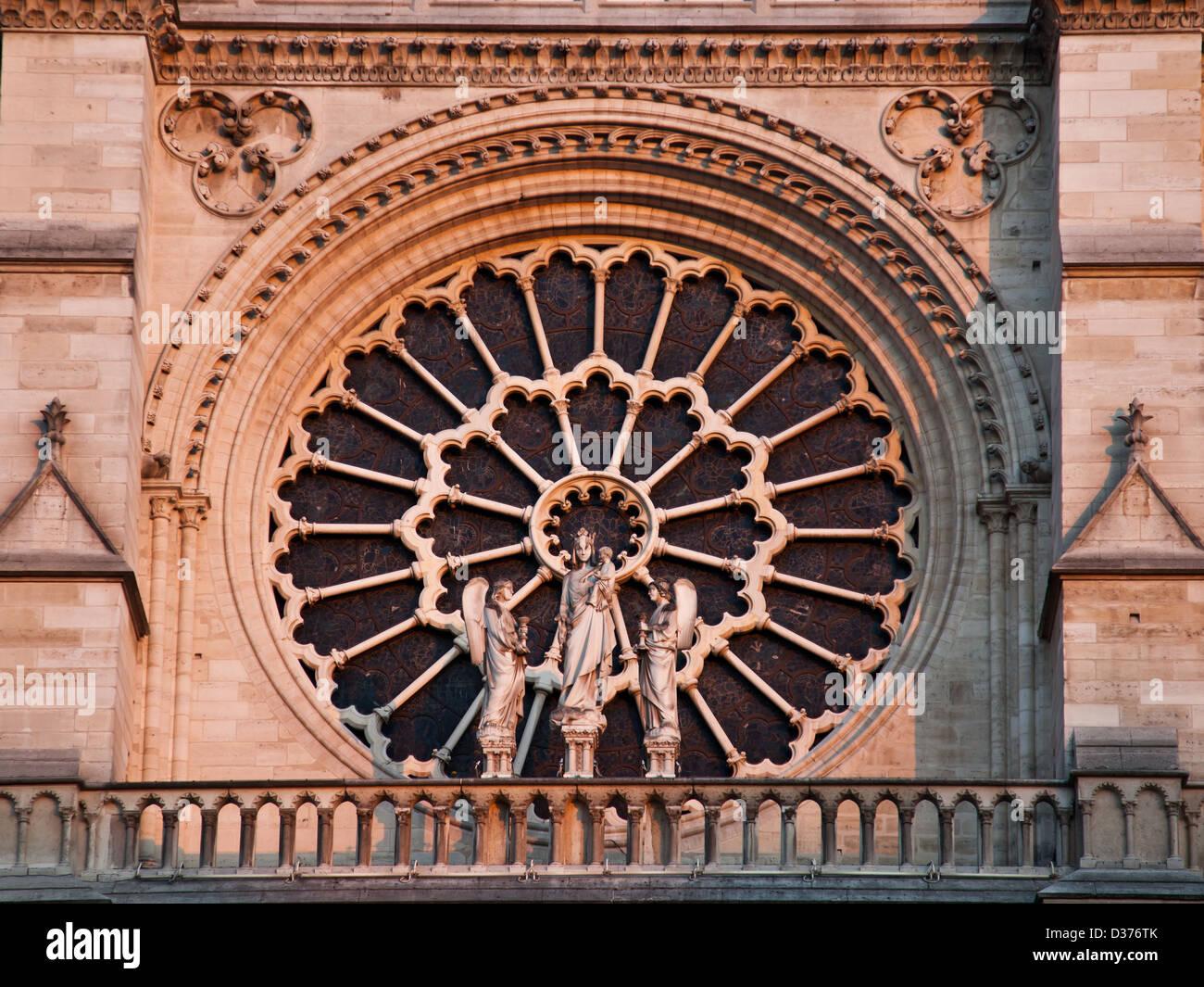 Louest A Augmenté De Fenêtre La Cathédrale Notre Dame Paris Les