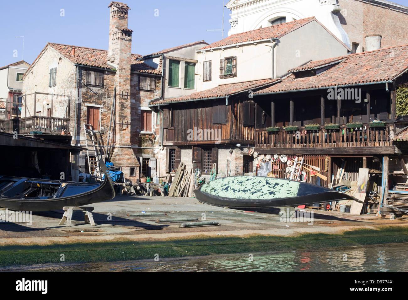La petite rue au large des canaux le Grand Canal à Venise Italie Photo Stock