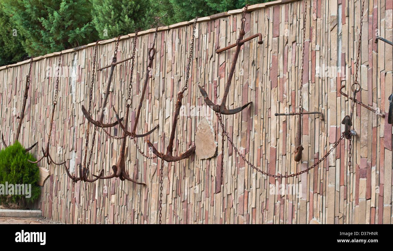L'ancre, d'artifices, brique, parpaing, chaîne, lourds, fer à repasser, vieux, rouillé, marin, Photo Stock