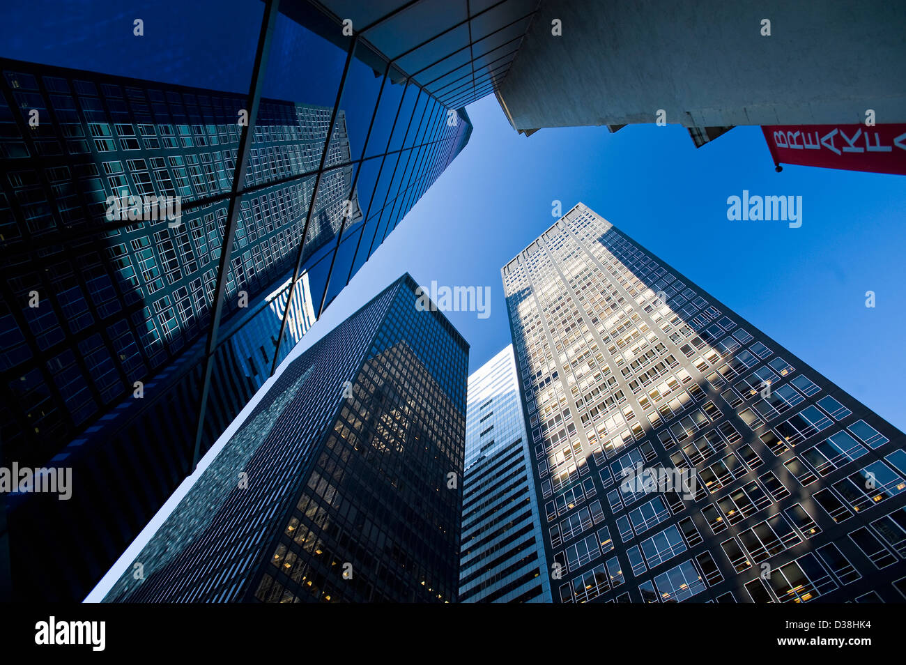 Low angle view of skyscrapers urbain Photo Stock