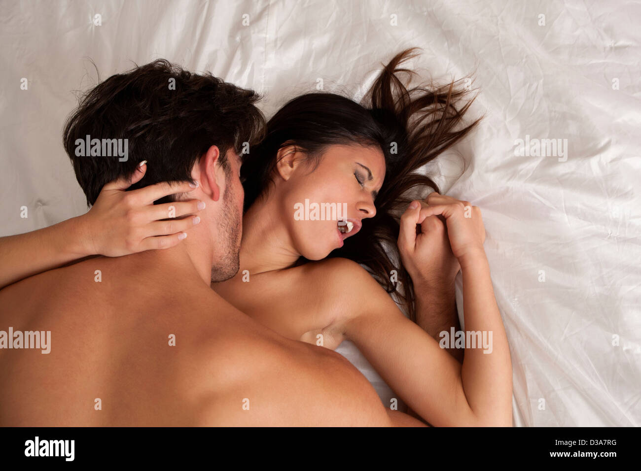 Amour Au Lit Photos couple faisant l'amour au lit banque d'images, photo stock: 53700740