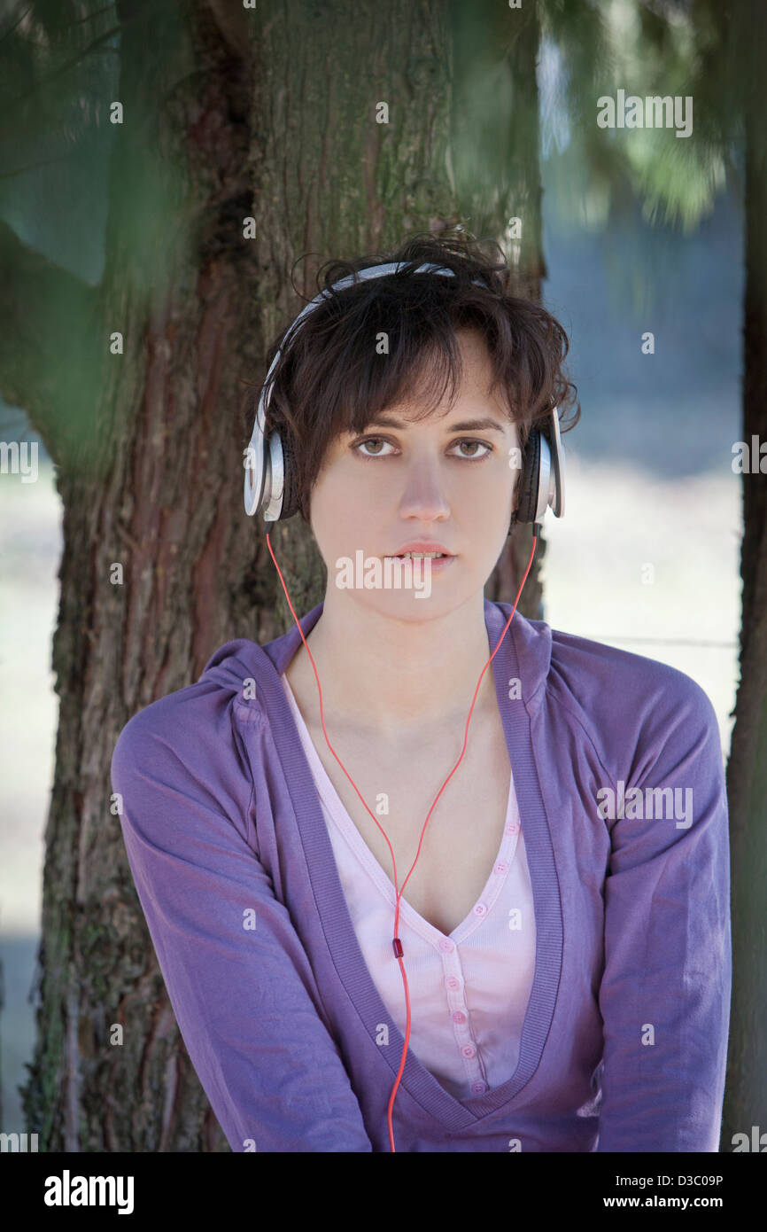 Jeune femme avec casque Photo Stock