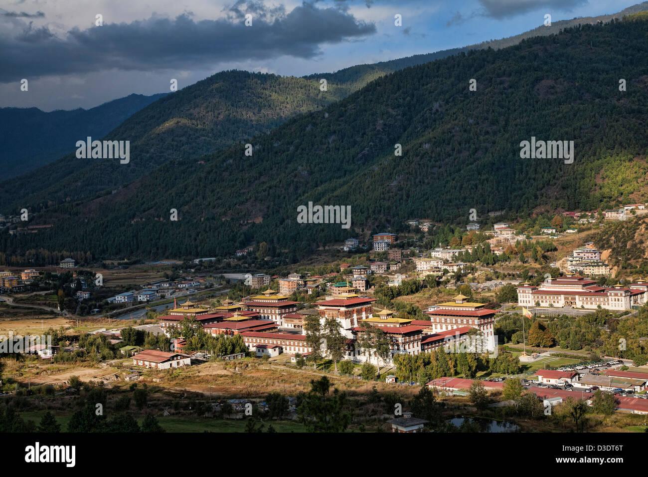 """Le Tashichho Dzong (ce qui signifie: """"Forteresse de la Glorieuse Religion') est le siège du Photo Stock"""