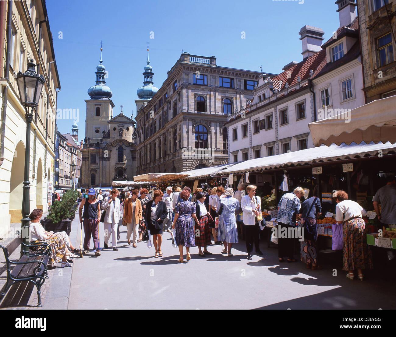 Marché de rue dans la vieille ville (Staré Město), Prague (Praha), Région de Prague, République Photo Stock