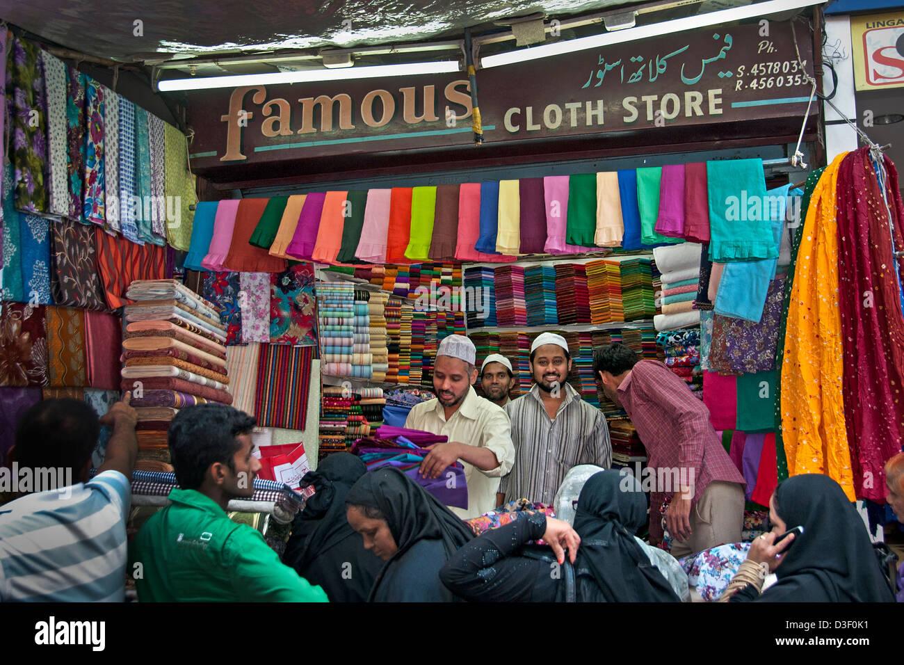 Célèbre Cloth Store Laad Bazaar ou Choodi Bazaar vieux marché situé autour de l'historique Photo Stock