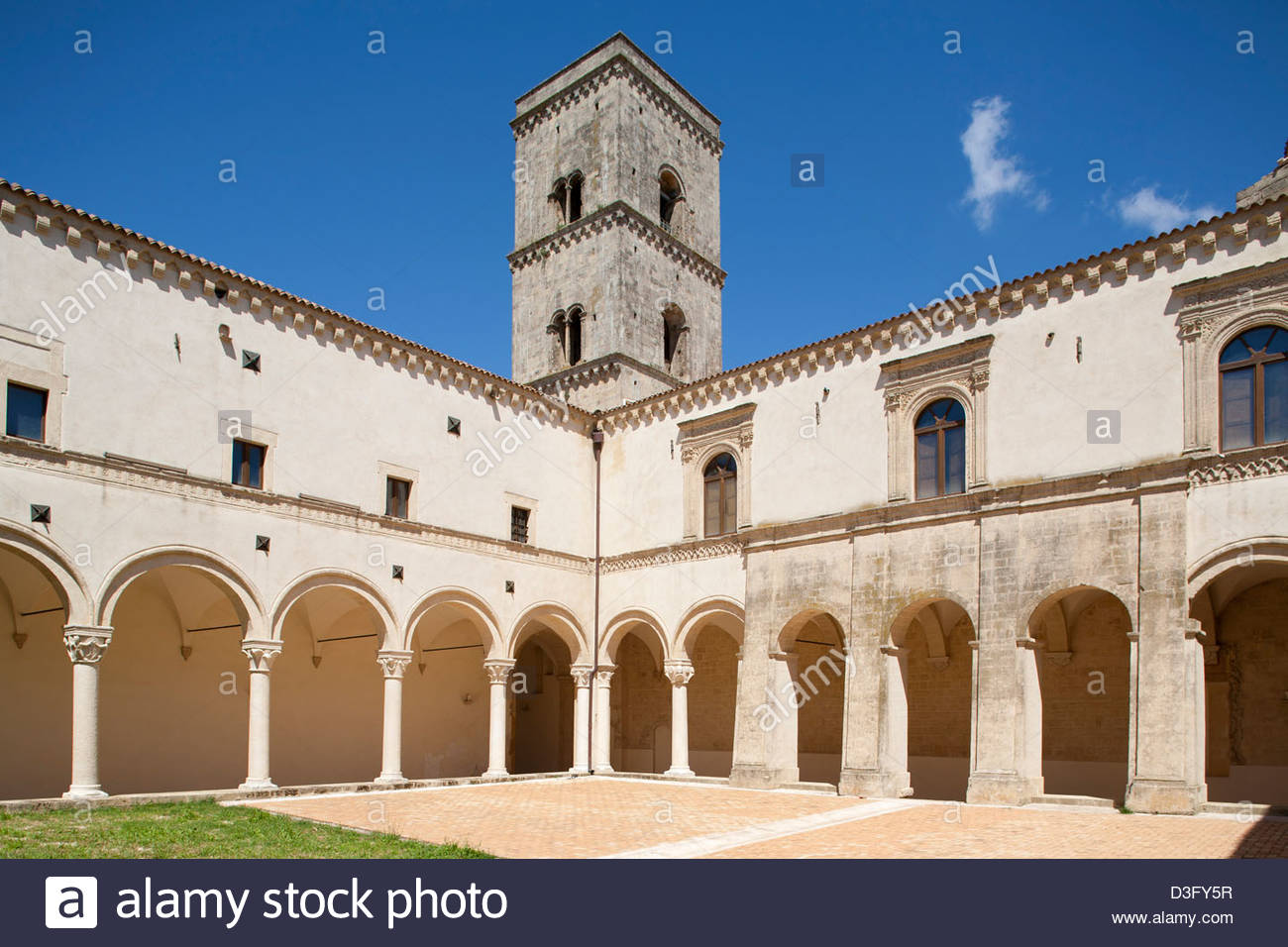 Cloître, Abbaye bénédictine de Saint Michel Archange,montescaglioso, balislicata,Italie Photo Stock