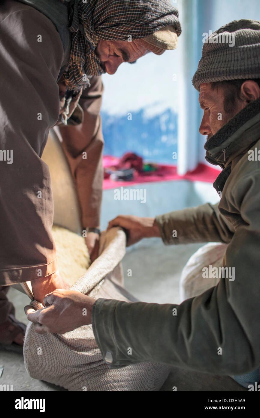 Ration de riz wakhan afghan bol alimentaire la faim Photo Stock