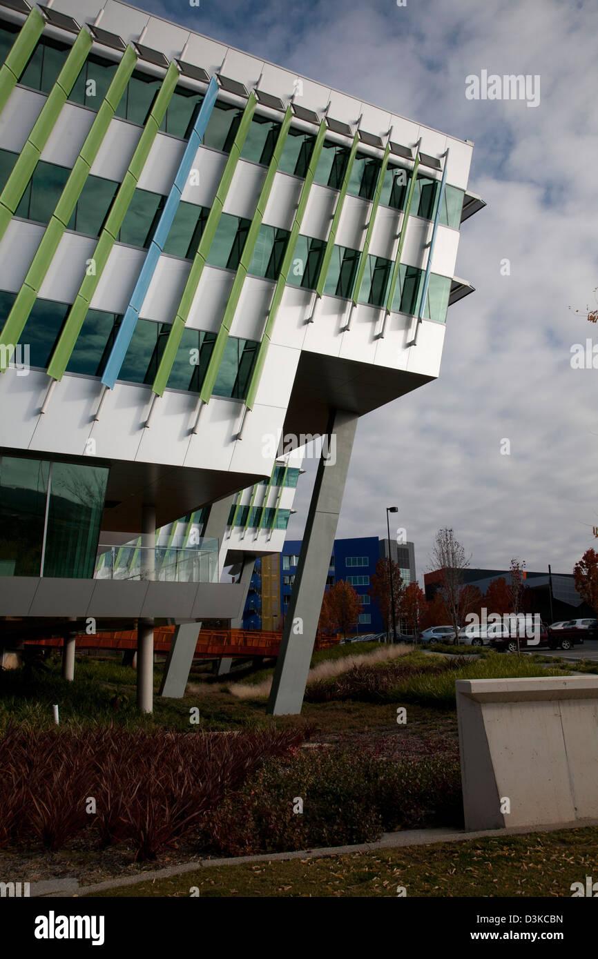 Fenêtres Sur Les Bâtiments De Bureaux Modernes Avec Aération Pour Le