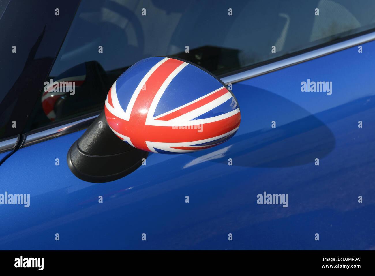 Rétroviseur de voiture avec un Union Jack flag Photo Stock