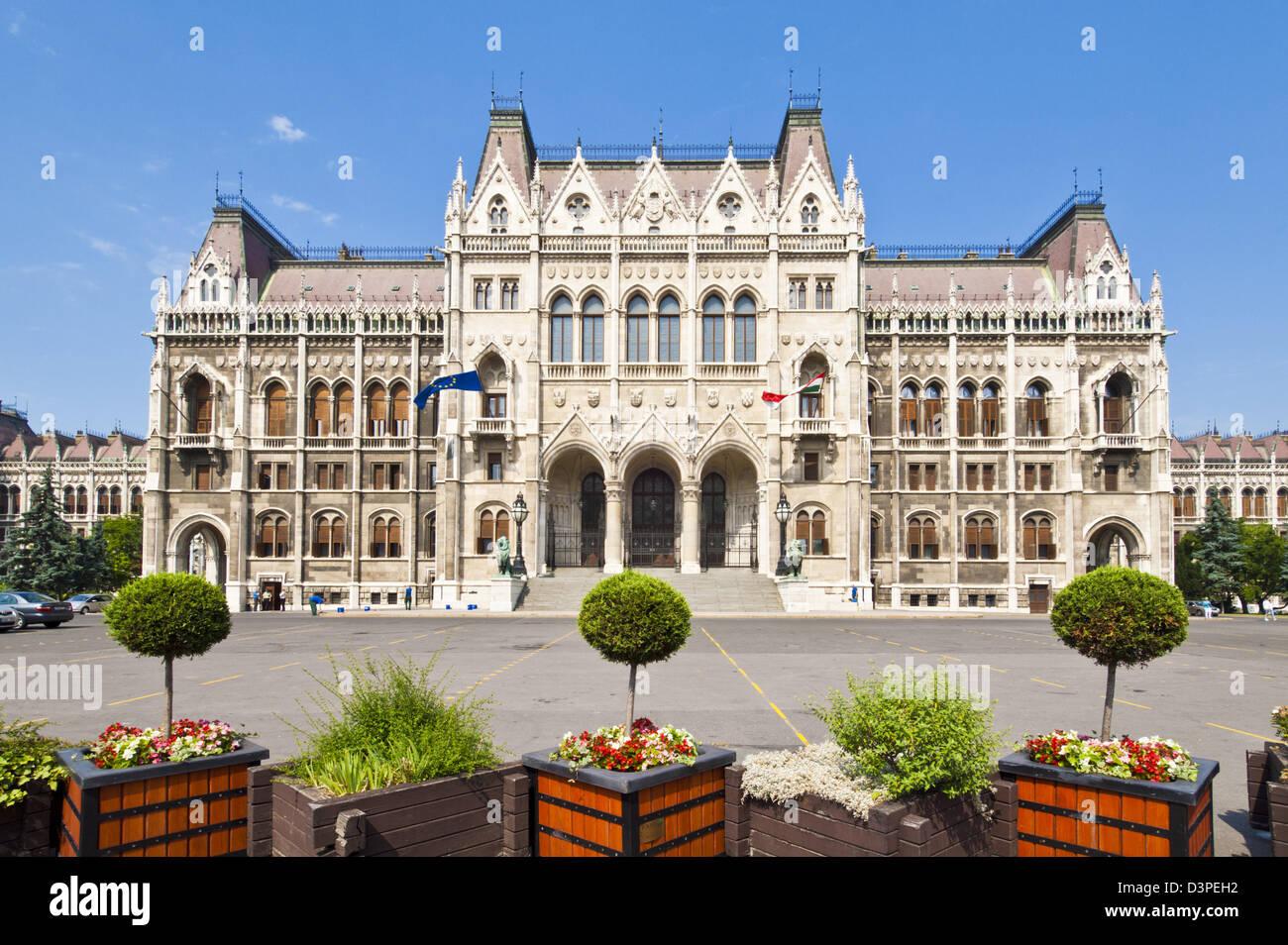 Le style néo-gothique du Parlement hongrois entrée de l'édifice conçu par Imre Steindl, Photo Stock