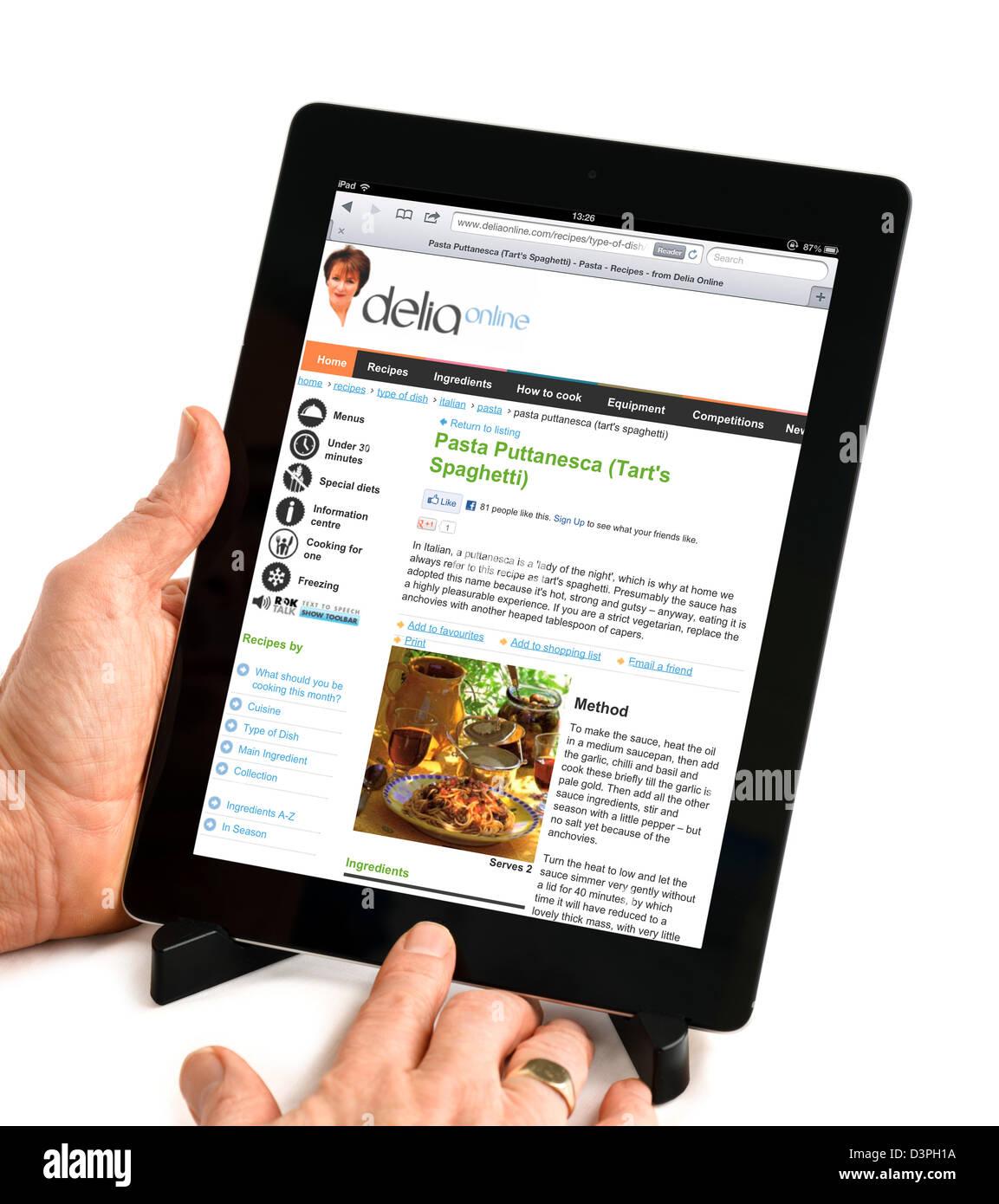L'affichage d'une recette de Delia Smith le deliaonline.com site sur un iPad Photo Stock